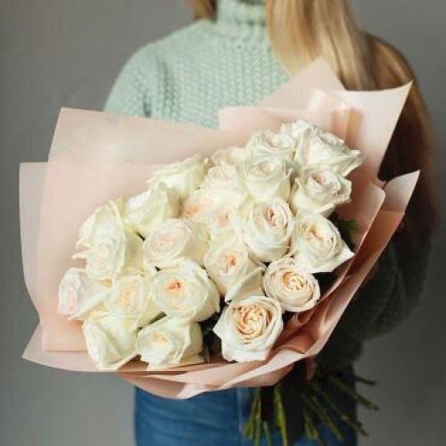 Купить на заказ Букет из 31 белой розы с доставкой в Аягозе