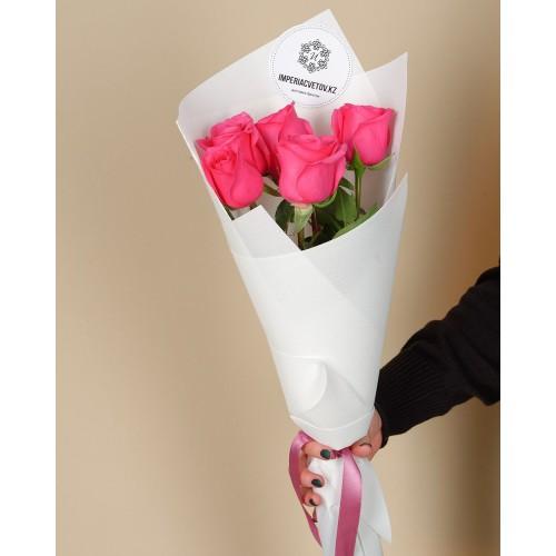 Купить на заказ Букет из 5 розовых роз с доставкой в Аягозе