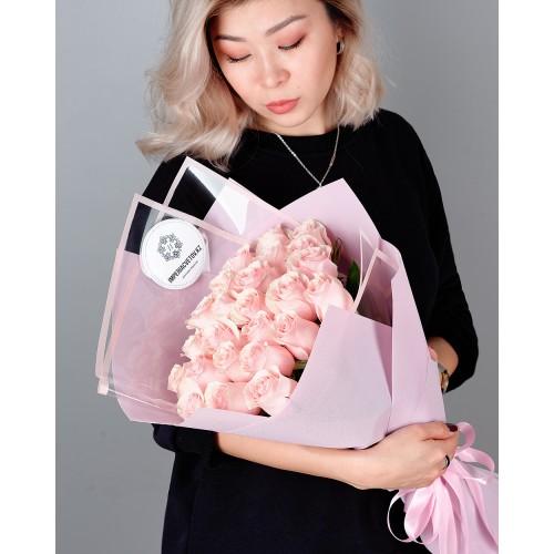 Купить на заказ Букет из 25 розовых роз с доставкой в Аягозе