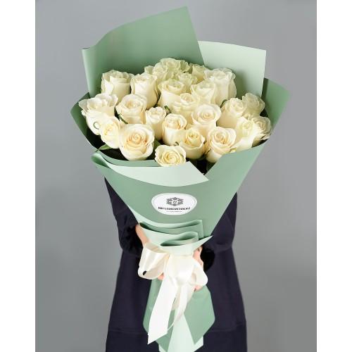 Купить на заказ Букет из 25 белых роз с доставкой в Аягозе