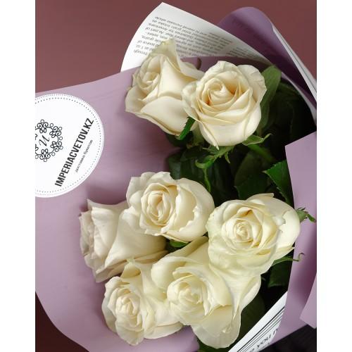 Купить на заказ Букет из 7 белых роз с доставкой в Аягозе