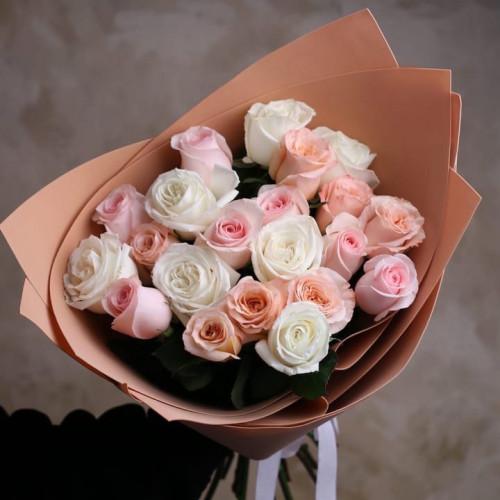 Купить на заказ Букет из 21 розы (микс) с доставкой в Аягозе