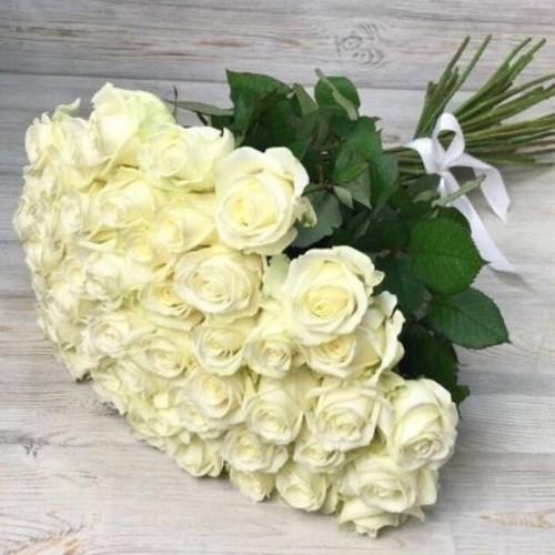 Купить на заказ Букет из 51 белой розы с доставкой в Аягозе
