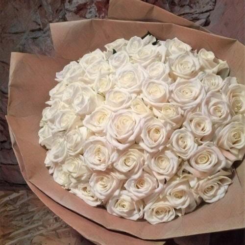 Купить на заказ Букет из 101 белой розы с доставкой в Аягозе